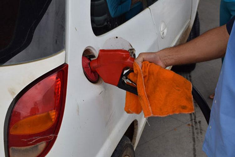 abastecendo-no-posto-de-gasolina-achei-sudoeste